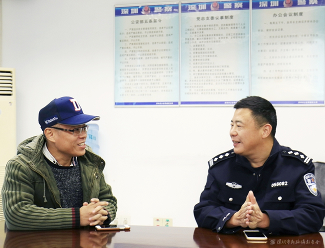 作品名称:向警察叔叔致敬 作者:王东海